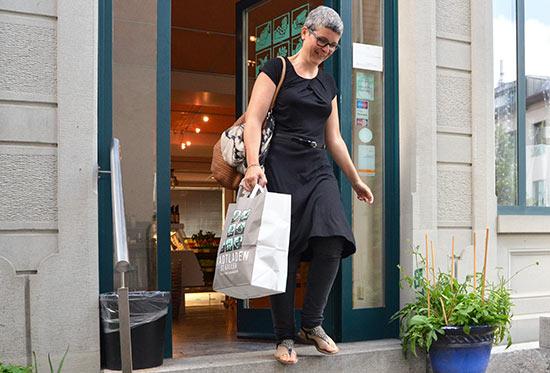 Zufriedene Kunden im Stadtladen St.Gallen